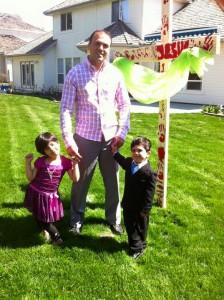 Saeed și cei doi copii ai săi în anul 2010