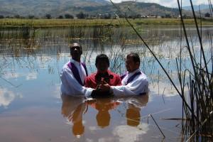 11 Botez in apa