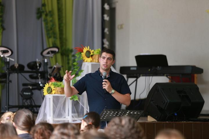 """VLAD CRÎZNIC: """"Apologetica şi Evanghelizarea-ingrediente în Înnoirea Spirituală"""""""
