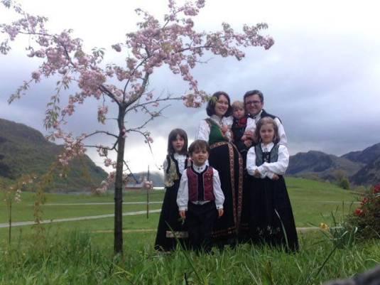 SEMNAŢI PETIŢIA pentru susţinerea familiei Marius şi Ruth Bodnariu din Norvegia