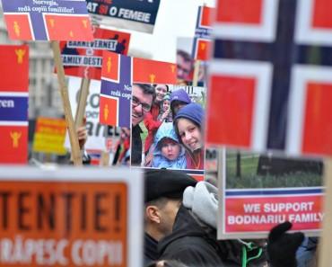 Protest global pentru familia Bodnariu în București și alte peste 40 de orașe