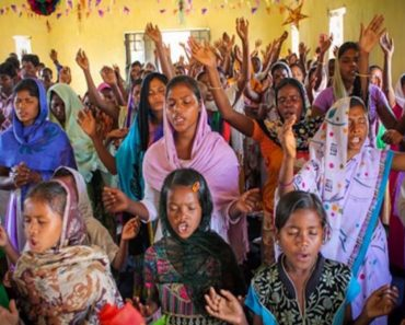 indian-believers-sing-in-church-service