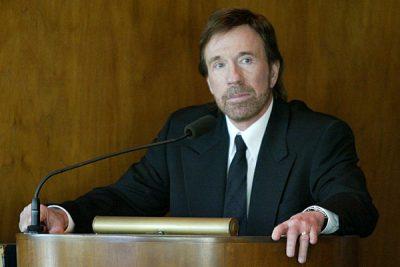 Chuck Norris – Citirea Bibliei m-a adus din nou la Hristos