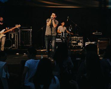 """INTERVIU Trupa """"Revers"""" a pornit în turneul de lansare al albumului """"Stele Călătoare"""""""