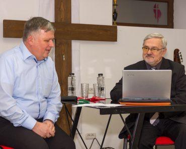 """Forumul Dialogos: """"Viitorul Bisericii din Orientul Apropiat"""" cu Dănuț Mănăstireanu la Arad"""