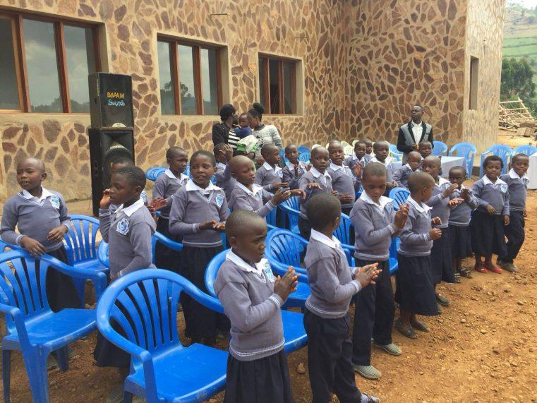 """Misiunea Speranța a inaugurat clădirea Școlii Primare """"Hope Mission"""" în Uganda"""