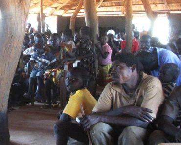 """Filmul """"Isus"""" aduce oameni la credinţă în mijlocul Madagascarului"""