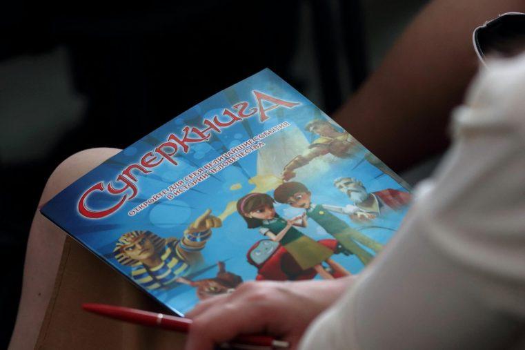 """Proiectul """"Cartea Cărţilor"""" cucereşte o nouă generaţie de copii în Republica Moldova!"""