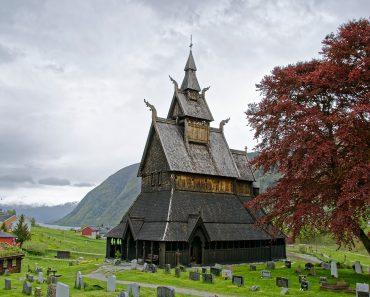 """Micro-Recital """"Un omagiu muzical valorilor europene și norvegiene"""" la Hedalen Stave Church"""