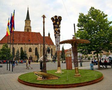 """Vernisajul expoziției """"Arhetipuri"""" vă așteaptă cu surprize în Piața Unirii din Cluj-Napoca"""
