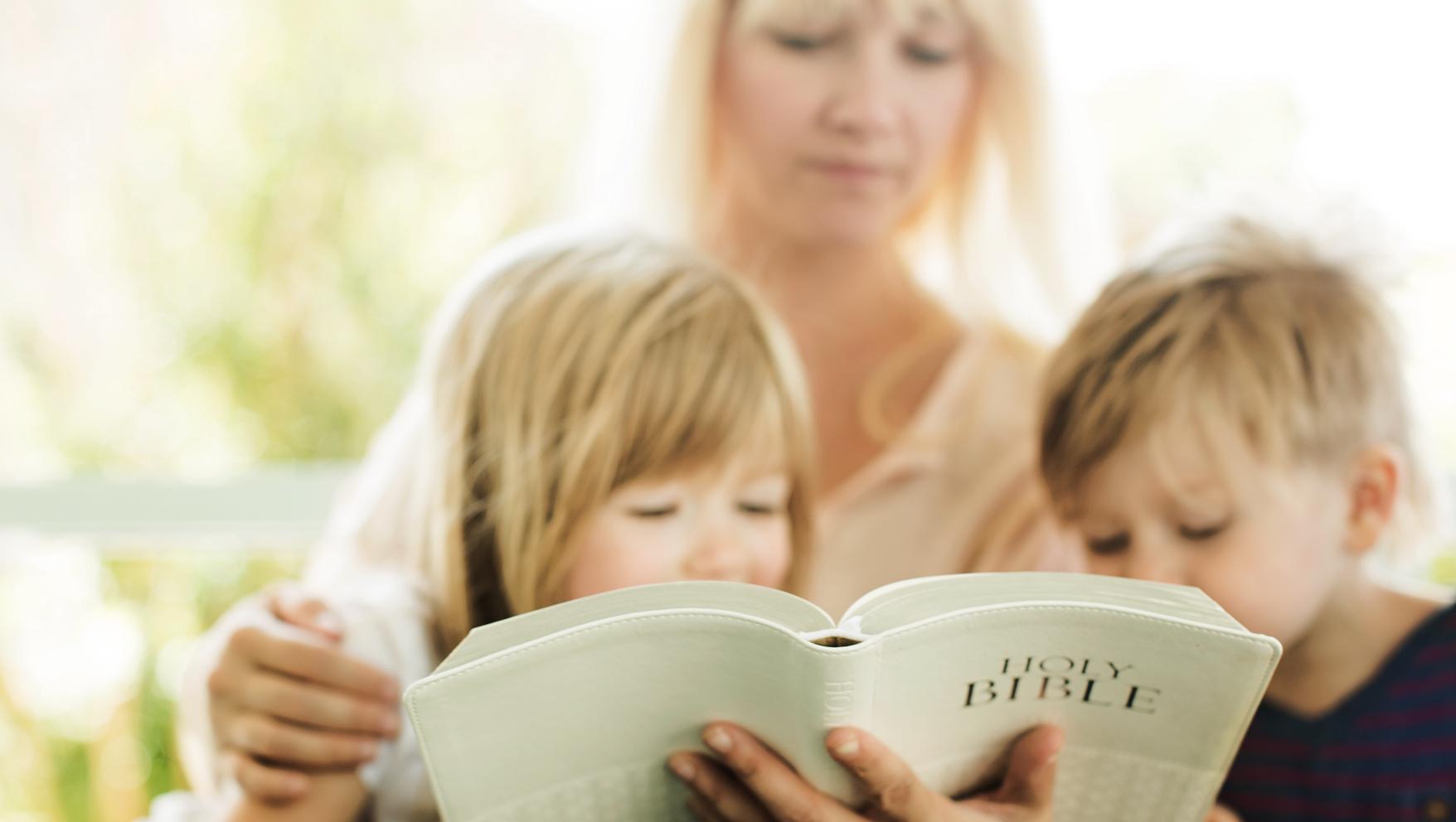 Cum să citeşti Biblia împreună cu copiii tăi