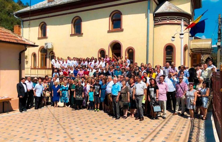 """Biserica Baptistă """"Maranata"""" din Moldova Nouă a sărbătorit 100 de ani de istorie"""