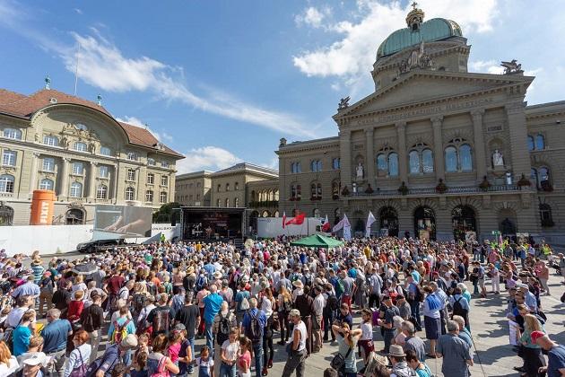 """""""Durerea de după avort"""" tema celui de-al IX-lea Marș pentru Viață în Elveția"""