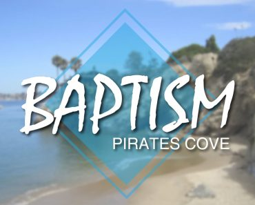 550 de oameni au fost botezaţi în California, pe o plajă la  Oceanul Pacific