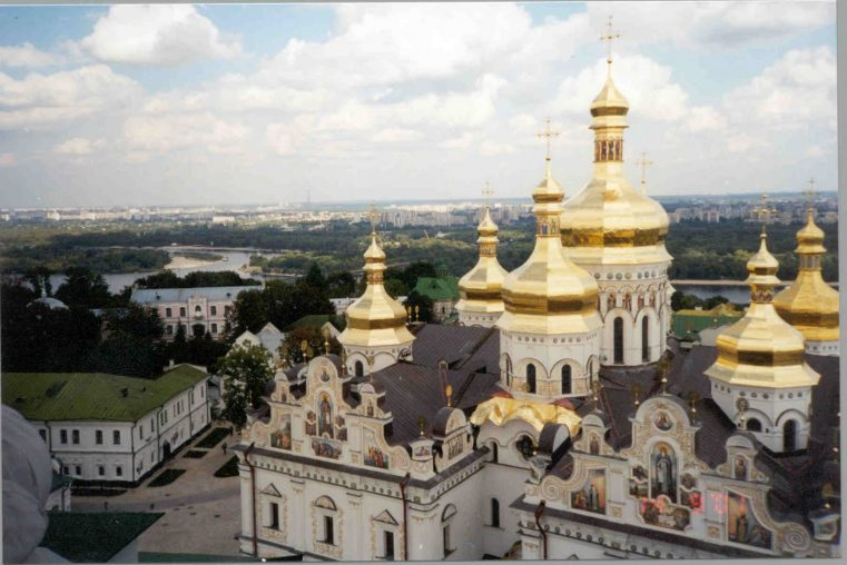 Liderii Bisericii Ortodoxe din Ucraina aprobă independența faţă de biserica Rusiei