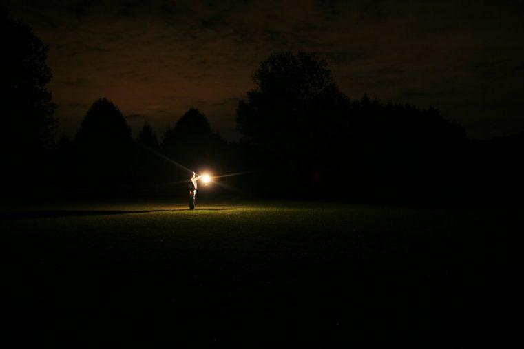 Poartă-ți lumina prin întuneric