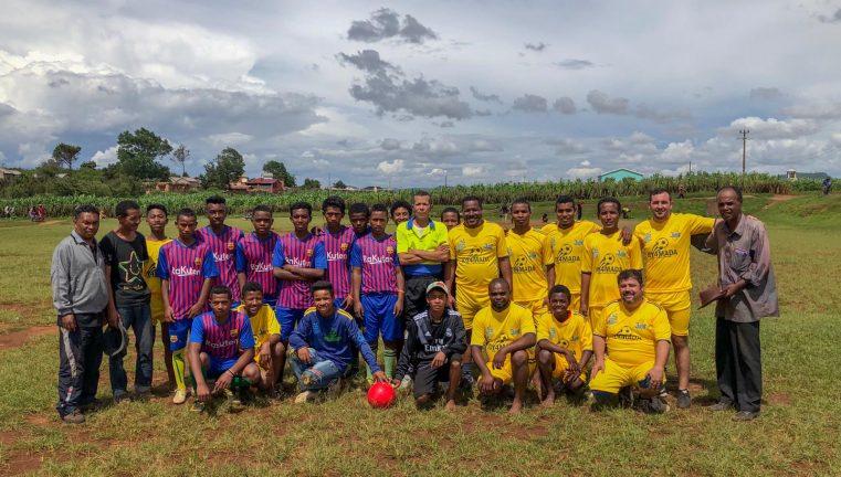 Sport și studiu biblic, un nou mijloc de a cuceri tinerii pentru Cristos în Madagascar