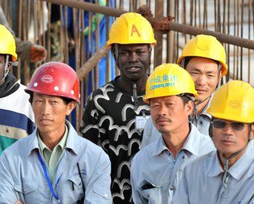 În ciuda persecuţiei, biserica din China creşte ajutată şi de creştinii din Africa