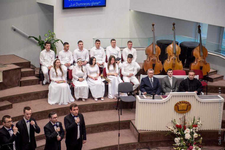 """Bucuria mărturiei adusă de haine albe trăită din nou la Biserica """"Harul"""" din Lugoj"""