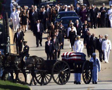 Dr. Stephen R. Graves: O poveste cu două înmormântări
