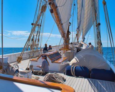 """Doi adolescenți din Florida salvați din largul mării de Căpitanul unei nave numită """"Amen"""", după ce au strigat către Dumnezeu"""