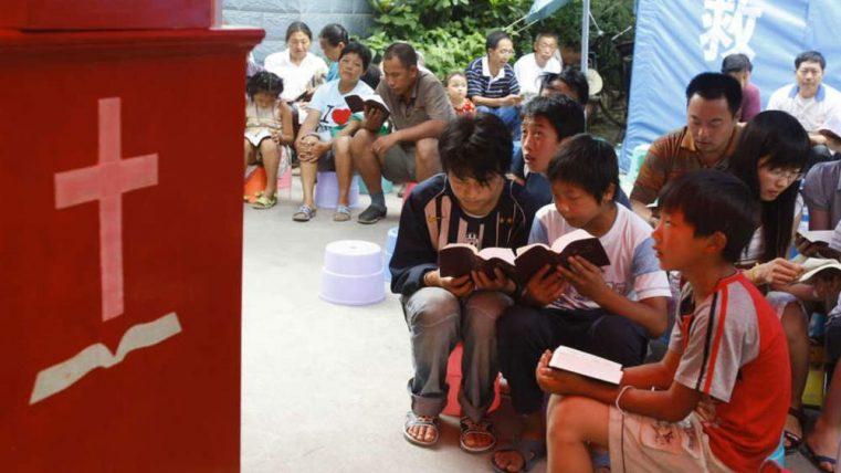 CHINA Oferă recompense crase pentru trădarea vecinilor creștini