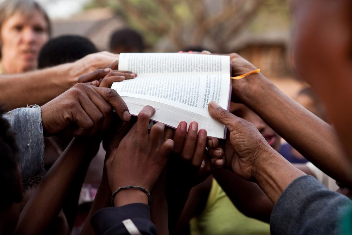 De la ateism la traducerea Bibliei:  călătoria spirituală a unui om din Asia Centrală!