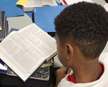 Preşedintele Trump sprijină iniţiativa reintroducerii studiului Bibliei în şcolile din America
