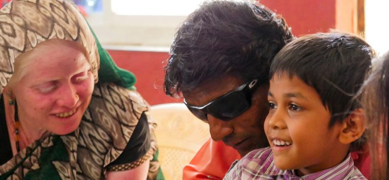 """Pastor orb achitat de acuzaţia de """"convertire forțată"""" în India"""