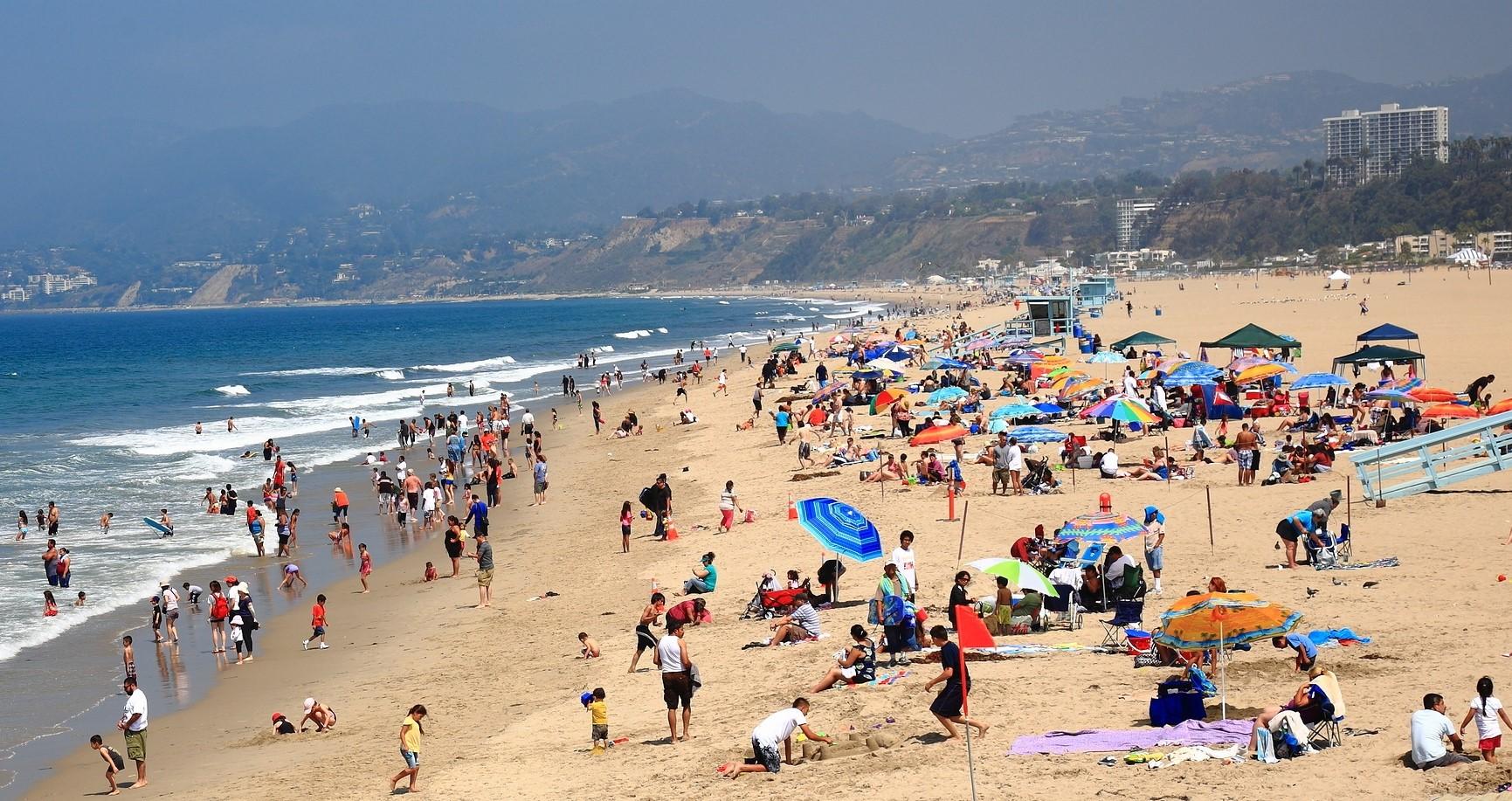 Revenire miraculoasă a unui copil care nu mai respira după ce a fost scos din apă în timp ce era la plajă